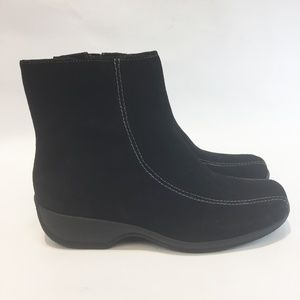 CLARKS 7W Suede Black Ankle Booties Zipper NEW